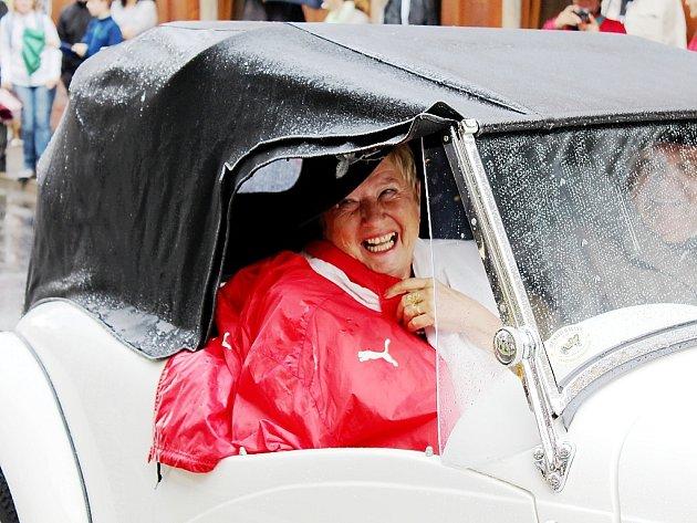 V sobotu v 10 hodin odstartoval v Lorecké ulici v Kutné Hoře první závod veteránů v rámci Veteran Rallye