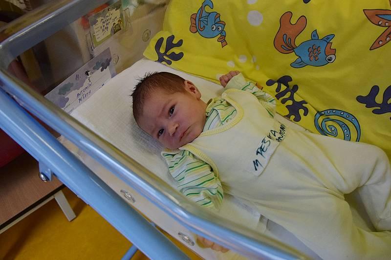 Antonín Pešata se narodil 4. října 2021 ve 23.49 hodin v benešovské porodnici. Vážil 3690 g. Doma v Souticích ho přivítali maminka Kristýna, tatínek Ladislav a dvouletý bráška Ládík.