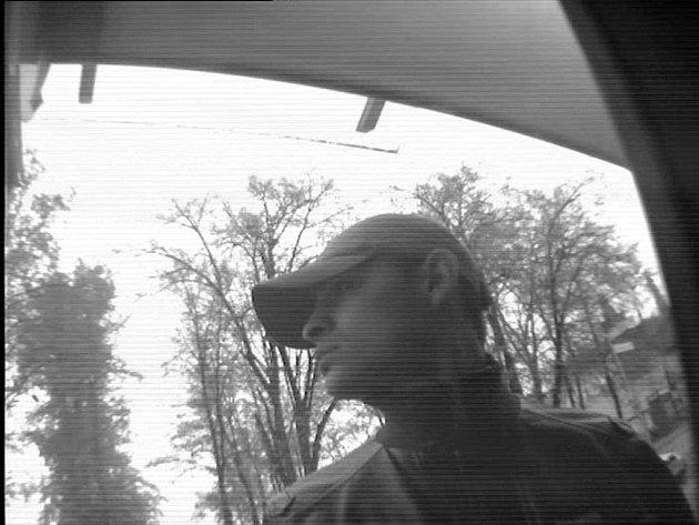 Poznáte muže, kterého zachytil kamerový systém?