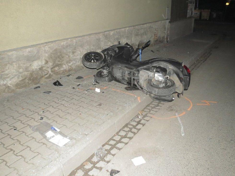 Dopravní nehoda ve Zruči nad Sázavou: motorkář havaroval pod vlivem alkoholu.