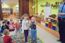 Děti v Mateřské škole Malín navštívila městská policie