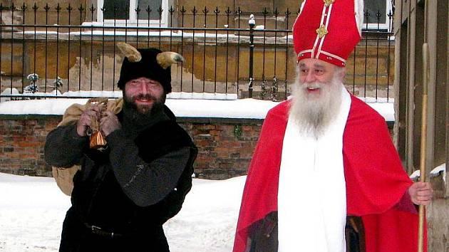 Dvojice Martin Kolečkář (čert ) a Jan Dřevíkovský (mikuláš).