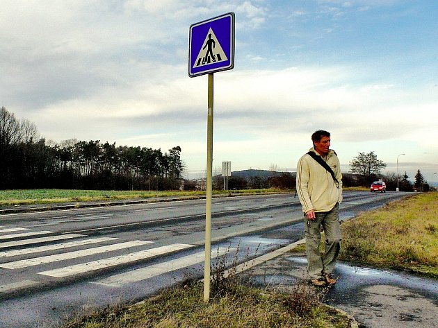 Přechod pro chodce v průmyslové zóně Na Rovinách v Kutné Hoře.