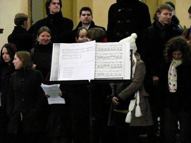 Ze zkoušky Pěveckého sboru Akademického Gymnázia v Praze