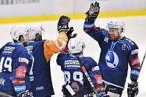 Pavel Musil (na snímku zcela vpravo) se raduje z rozhodující trefy do sítě Českých Budějovic v prodloužení.