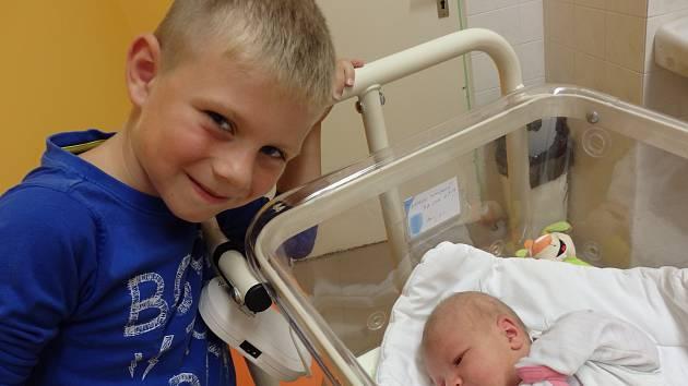 Natálie Tomíšková se narodila 9. srpna vČáslavi. Vážila 3550 gramů a měřila 52 centimetrů. Doma ve Vrdech ji přivítali maminka Dagmar, tatínek Milan a bratr Kubíček.