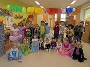 Děti z mateřské školy Malín - U Skřítků se každý den probudily do jiného ročního období.