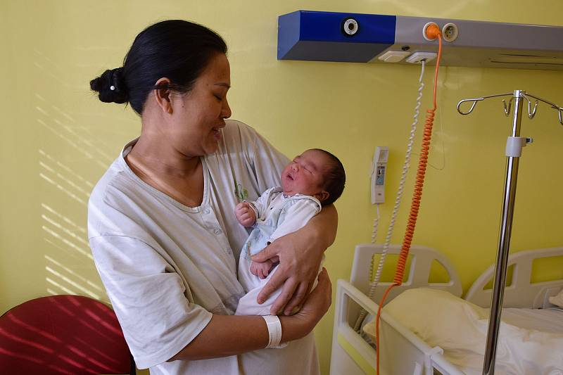 Augustýn Dac Kiet Tran se narodil 2. října 2021 v 17.34hodin v benešovské porodnici. Vážil 4110 g. Doma v Neveklově ho přivítali maminka Thi Lan Ngo, tatínek Dac Loc Tran a sourozenci Franta, Anna, Tony, Helenka a Robert.