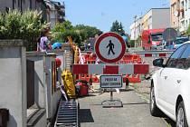 Propad komunikace v Růžové ulici v Kutné Hoře.