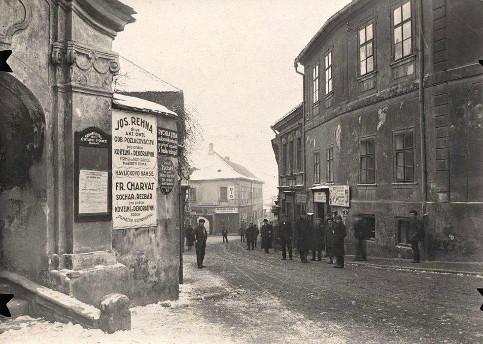 Pohled z Palackého náměstí do Tylovy ulice v Kutné Hoře.
