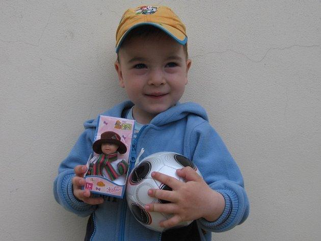 1. místo: Petr Procházka z Čáslavi – 2 291 hlasů. Vyhrál dětský fotbalový míč a panáčka Chou Chou.