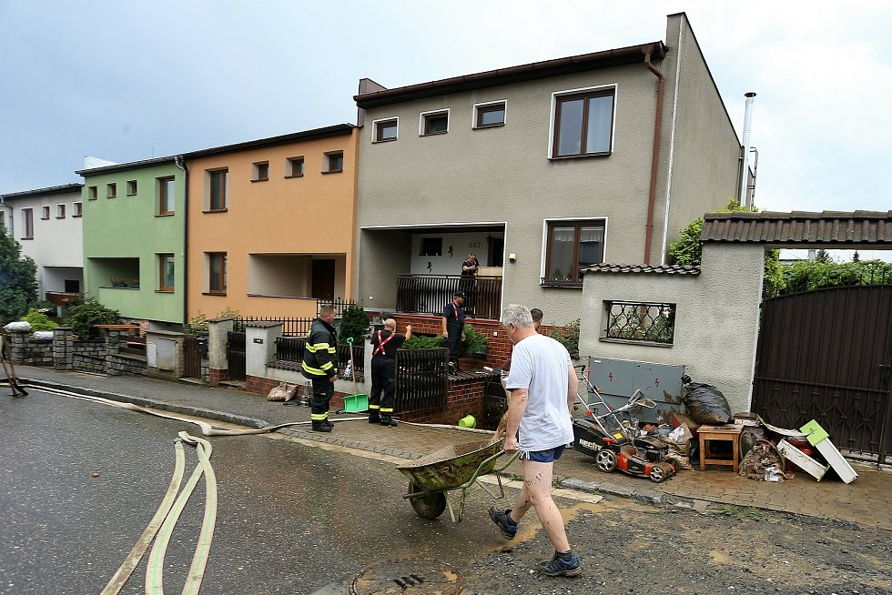 Z likvidace průtrže mračen, která zaplavila 14. srpna 2020 sklepy v kutnohorské Liliové ulici.