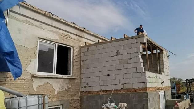 Pomoc party dobrovolníků z Čáslavi na tornádem zdevastované jižní Moravě.