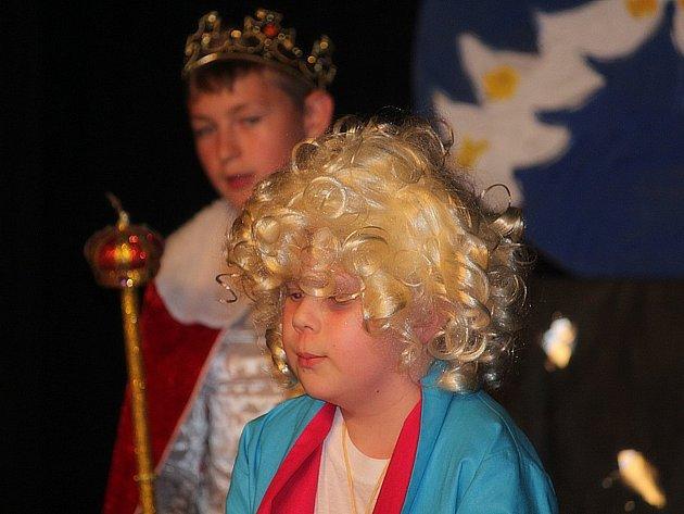 Děti z Dramaťáčku odehrály Malého prince.