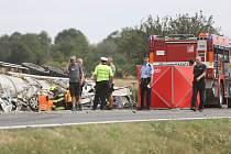 Tragická nehoda u Drobovic se vyžádala tři mrtvé, šlo o jednu rodinu.
