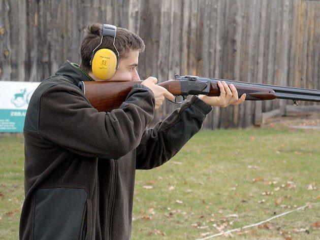 Budoucí myslivci se zúčastnili cvičné střelby