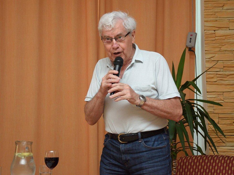 Křeslo pro hosta ve Zruči nad Sázavou: astronom a astrofyzik Jiří Grygar.