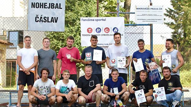 Všichni účastníci nohejbalového turnaje Čáslavská pata.