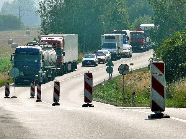 Nástřik vodorovného dopravního značení pod Kaňkem