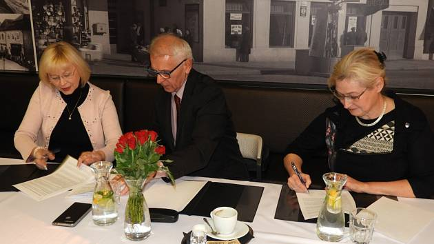 V Čáslavi podepsaly koaliční smlouvu tři politické subjekty.