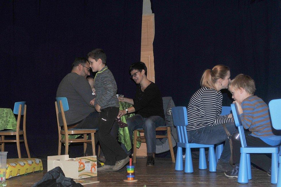 Sokolovna v Čestíně hostila adventní tvoření a jarmark.