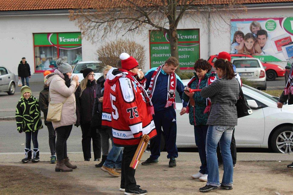 Fanoušci Čáslavi uspořádali před duelem s Neratovicemi pochod.