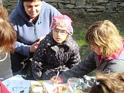 Velikonoční prohlídky ve Žlebech přilákaly davy návštěvníků