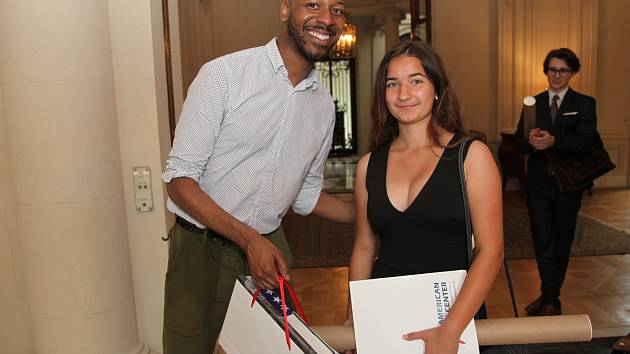 Kutnohorská studentka Eliška Ryklová na velvyslanectví USA v Praze.