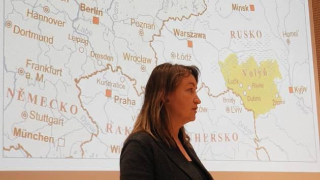 Přednáška Dagmar Martinkové přiblížila nelehké osudy volyňských Čechů.