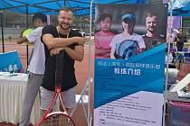 Filip Brtnický na tréninku čínské tenisové akademie bývalé hráčky Čeng Ťie. Foto: FB F. Brtnického