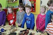 Dřevíčkovou dílničku si užily děti ve Vlkanči.