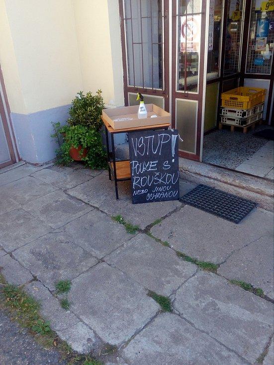 Obchod s potravinami v Křeseticích.