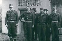 Cvičení požárníků v Petrovicích II v 70. letech 20. století.