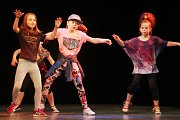 Na prknech čáslavského divadla vystoupily mažoretky i taneční skupiny