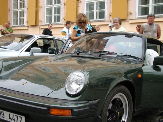 Sraz majitelů vozu Porsche.