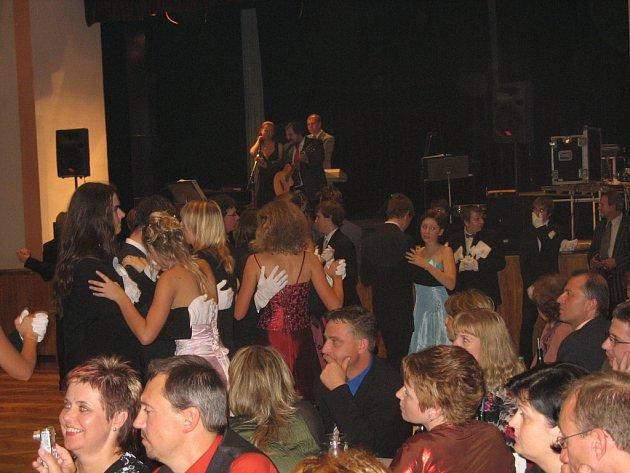 Momentka z tanečních v Kutné Hoře.