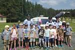 Setkání policistů s dětmi v areálu U Starého rybníka ve Zbraslavicích.