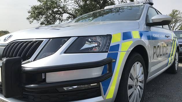 Opilec naboural policistům dvě auta.