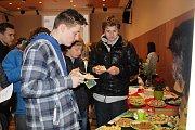 Studenti nabízeli své výrobky a služby na Veletrhu fiktivních firem.