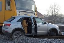 Dopravní nehoda na železničním přejezdu ve Zruči nad Sázavou.