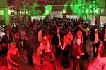 Z fotbalového plesu ve stylu benátského karnevalu ve společenském sále hotelu Grand v Čáslavi.