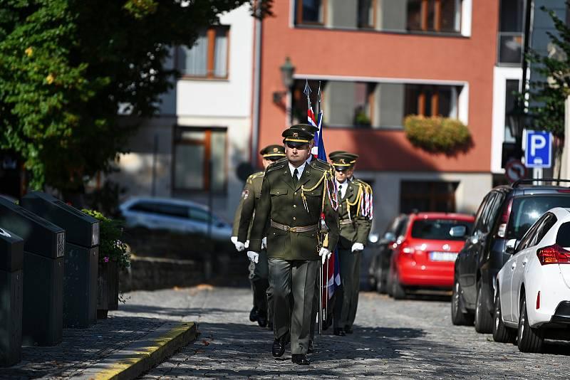 Z odhalení pamětní desky plukovníka Jiřího Loudy v Kutné Hoře 2. října 2021.