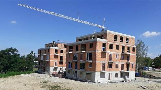 Hrubá stavba v areálu Prokopa Holého v Čáslavi je dokončena.