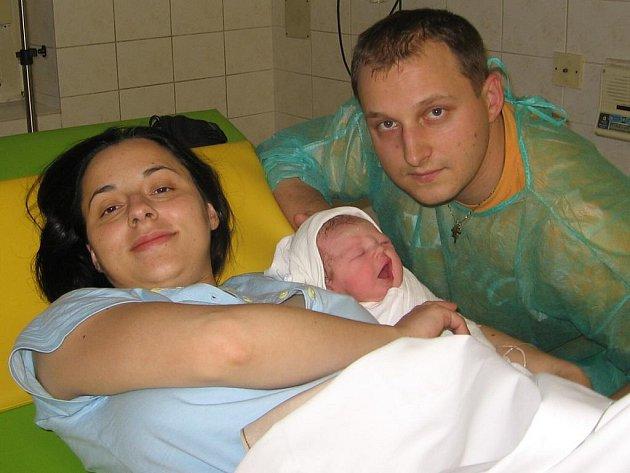 Ela Dupalová se narodila 23. prosince v Čáslavi. Vážila 3 300 gramů a měřila 50 centimetrů. Doma v Malíně ji přivítá maminka Lenka a tatínek Radomír.