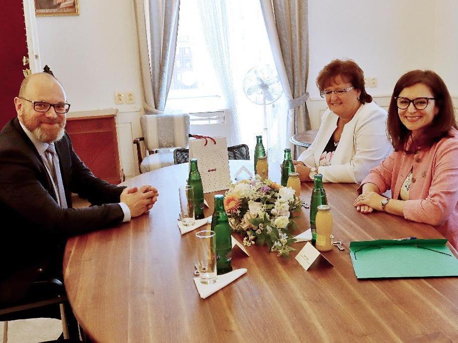 Z podpisu memoranda o výstavbě školek a škol ve Středočeském kraji 1. července 2020.