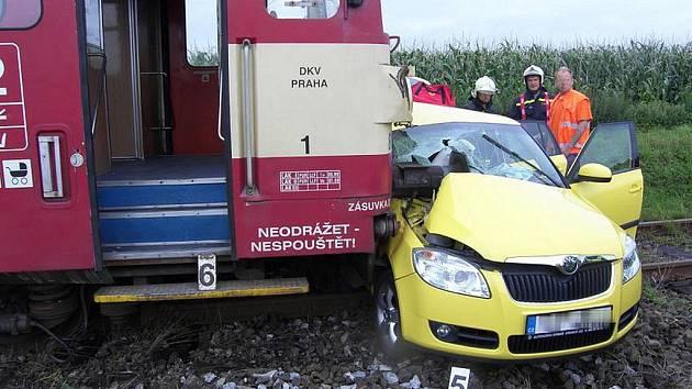 Nehoda na přejezdu v Poličanech. 31. 7. 2011