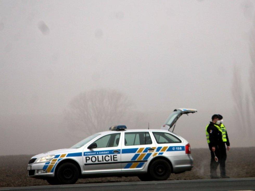 Kontrola Policie ČR na hranici okresů Kutná Hora a Kolín na silnice II/125 u Bečvár.