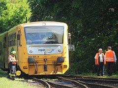 Vlak srazil mladíka u městského nádraží v Kutné Hoře.
