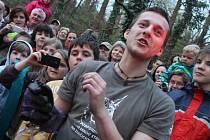 Vypouštění netopýrů v Čáslavi v lesoparku u stadionu Vodranty 3. dubna 2014