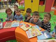 Děti v mateřince navštívil skřítek Knihovníček